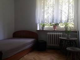 Комната комфортабельная с отдельным сан узлом и кухней.
