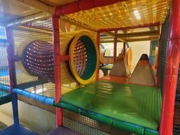Многоуровневая конструкция для детского центра