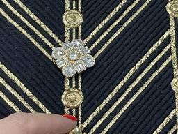 Золотистая пуговица инкрустированная кристаллами, на ножке. 26 мм.
